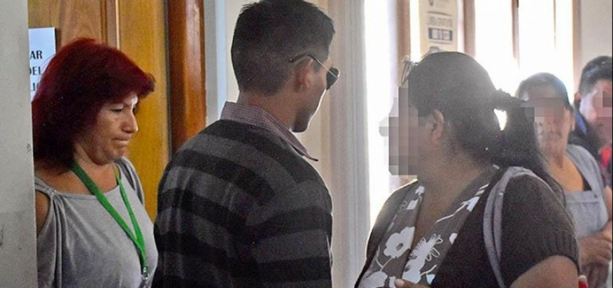 Policía acusado de agredir a mujer transexual se contradice ante la Fiscalía