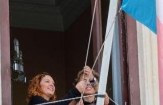 Izada la bandera trans en el Ayuntamiento de Cádiz