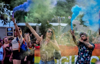 Así se vivió la 1 Marcha del Orgullo LGBT en Brown