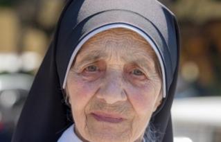 Esta monja amenazada de muerte por apoyar personas gays