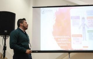 Buscan erradicar violencia escolar contra jóvenes LGBT con taller en el CCMB
