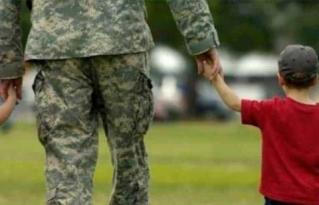La nueva medida de Trump que afectará a las familias de militares y diplomáticos LGTB
