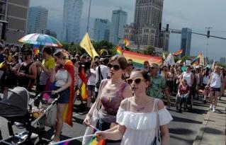 La Policía de Polonia detiene a más de 30 personas durante una marcha del colectivo LGTB