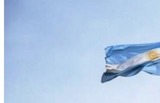Referente político en contra de izar la bandera LGBT con la nacional