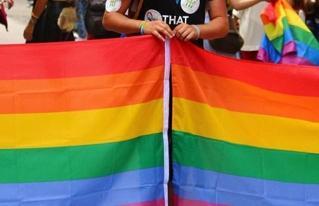 Arzobispo compara el movimiento LGBT con el régimen comunista
